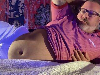 CHUB BEAR Coaches FEET and Huge Huge cum-shot at end